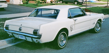 The 1966 Mustang has chrome speared quarter vents and finned grille.